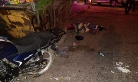 ¡Ejecutaron a un hombre y tiraron su cuerpo a un lado de un contenedor de basura en Aguascalientes!