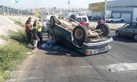 ¡Jefe de familia falleció tras volcadura de una camioneta en Aguascalientes!