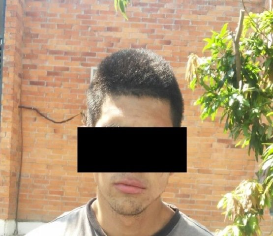 ¡Policías municipales de Aguascalientes capturaron a dos sujetos por asaltar a un taxista!