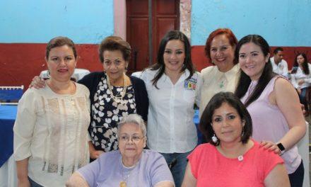 ¡Dialoga Martha Márquez con madres de familia destacadas de diversos sectores sociales!