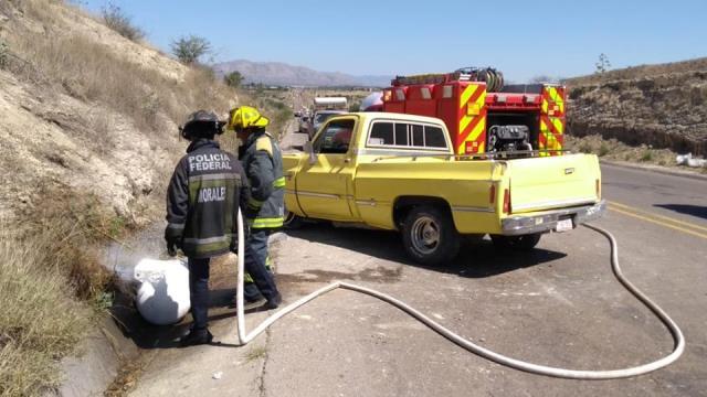 ¡Policías estatales de Aguascalientes auxiliaron a mujer y niño tras fuerte accidente!