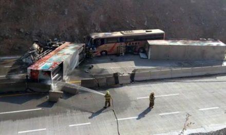 ¡Trágico accidente de turistas de Fresnillo en Jalisco: 1 muerto y 50 lesionados!