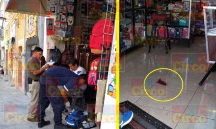 ¡Delincuentes hirieron a un comerciante con una pistola de postas al asaltarlo en su negocio en Lagos de Moreno!