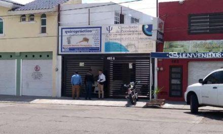 ¡2 pistoleros asaltaron un consultorio de psicología y quiropráctico en Aguascalientes!
