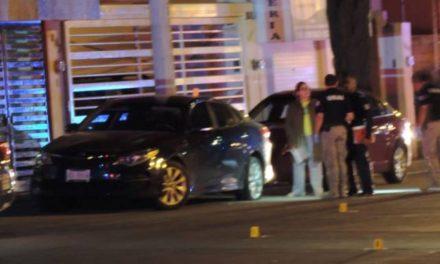 ¡Dos sujetos balearon un automóvil de un doctor y dos casas en Aguascalientes!