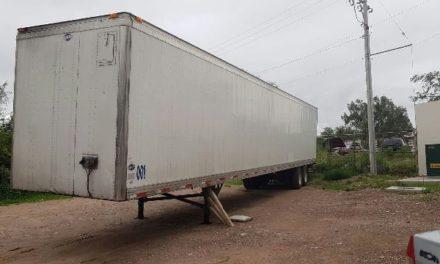 ¡Trailero fue asaltado por 2 pistoleros en Aguascalientes y policías municipales recuperaron la caja con mercancía que le robaron!