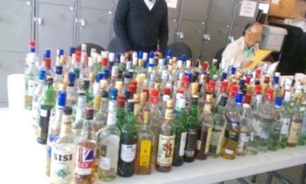 ¡ISSEA destruye botellas de bebidas alcohólicas analizadas en la Feria!