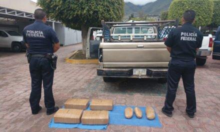 En Guerrero, Policía Federal detiene a conductor que transportaba 50 kilos de marihuana