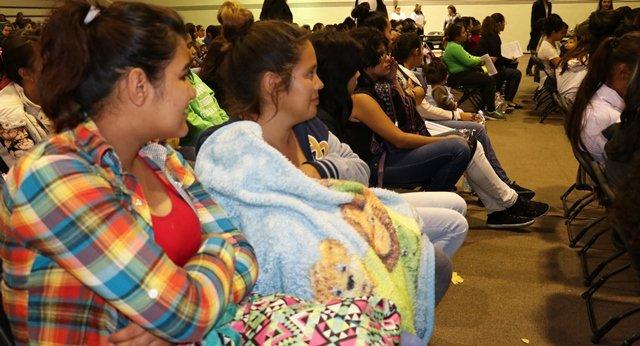 ¡Entregan becas a 176 estudiantes jóvenes madres y jóvenes embarazadas!