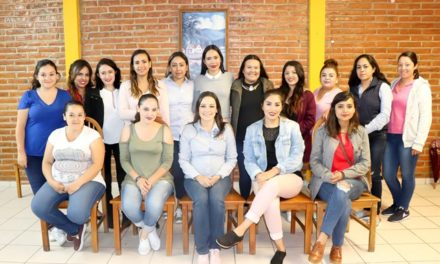 ¡Refrenda Martha Márquez su compromiso para legislar a favor de las mujeres!