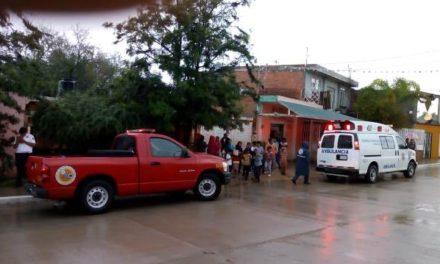 ¡Hombre resultó lesionado al caer de unas escaleras tras asustarse con un rayo en Aguascalientes!
