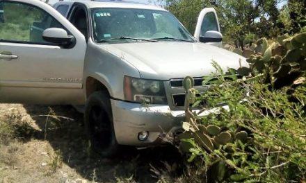 ¡Tras persecución, elementos de la PEP aseguraron una camioneta y un arma de fuego en Loreto, Zacatecas!