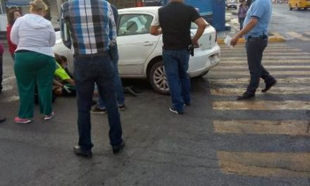 ¡Adolescente de 14 años de edad lesionada tras ser atropellada por un automóvil en Aguascalientes!
