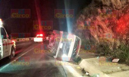 ¡Volcadura de una camioneta en Lagos de Moreno dejó 1 muerto y 10 lesionados!
