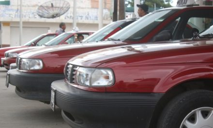 ¡Acuerdan Unión de Taxistas y Ayuntamiento de Pabellón de Arteaga traslados gratuitos para población vulnerable!