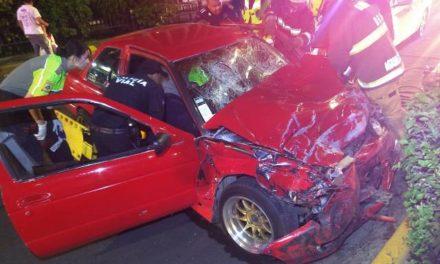 ¡Espectacular choque entre 2 autos dejó 3 lesionados en Aguascalientes!