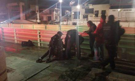 ¡Policías municipales de Aguascalientes evitaron que un joven se arrojara de un puente vehicular en la Zona Centro!