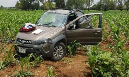 ¡Agoniza hombre tras la volcadura de su camioneta en Rincón de Romos, Aguascalientes!