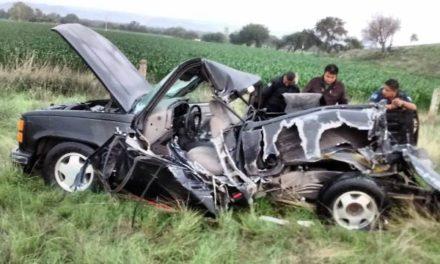 ¡4 lesionados, uno de Zacatecas, tras fuerte choque entre una camioneta y un camión de transporte de personal en Aguascalientes!