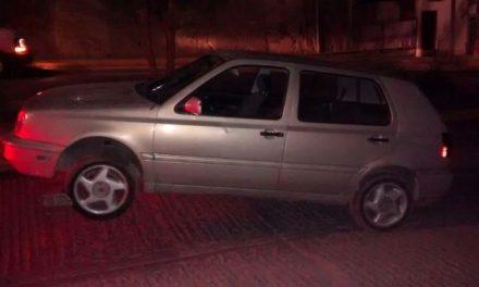 ¡La Fiscalía General del Estado cateó un predio y aseguró vehículos robados y detuvo a una persona en Aguascalientes!