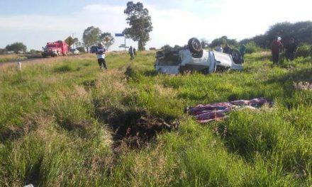 ¡Volcadura de una camioneta en Aguascalientes dejó a un adolescente muerto y otro lesionado!