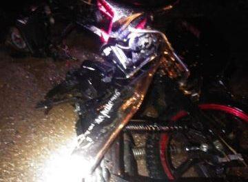 ¡2 jóvenes motociclistas murieron embestidos por una camioneta en Aguascalientes!