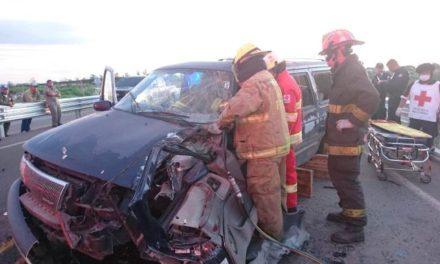 ¡Camioneta chocó contra un tractor en Aguascalientes: 4 lesionados!