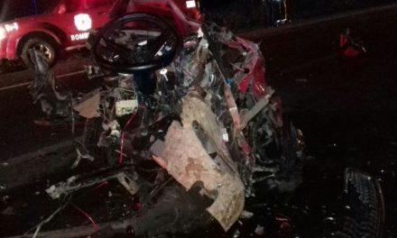 ¡Auto se partió en dos tras chocar contra una camioneta en Aguascalientes: 4 lesionados!