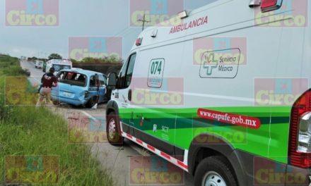 ¡Hombre resultó lesionado tras la volcadura de su camioneta en Lagos de Moreno!