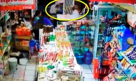 ¡2 sujetos encapuchados y armados asaltaron una tienda de abarrotes en Encarnación de Díaz!