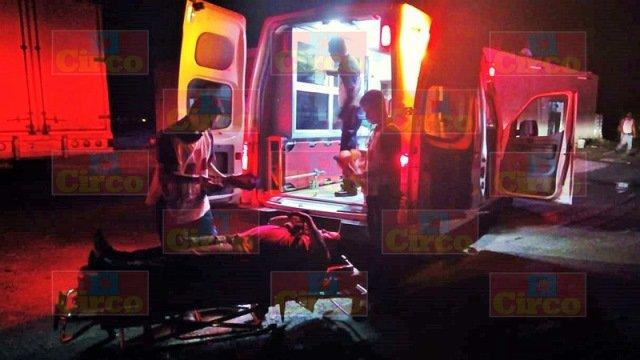¡Aparatoso choque entre 2 autos y un tráiler dejó varios lesionados en Lagos de Moreno!