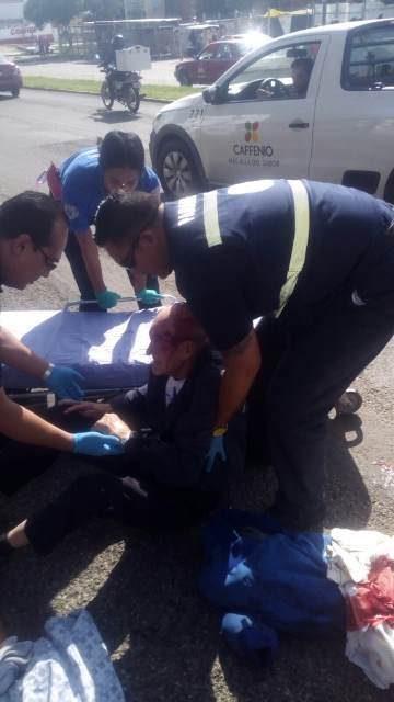 ¡Ancianito resultó lesionado tras ser atropellado por un taxi en Aguascalientes!