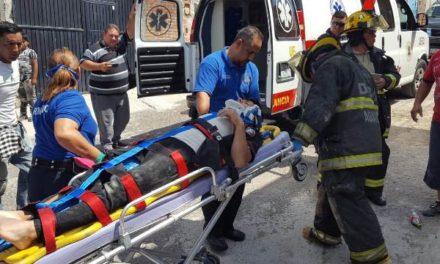 ¡Albañil se salvó de morir en Aguascalientes: se electrocutó y cayó de 6 metros de altura!