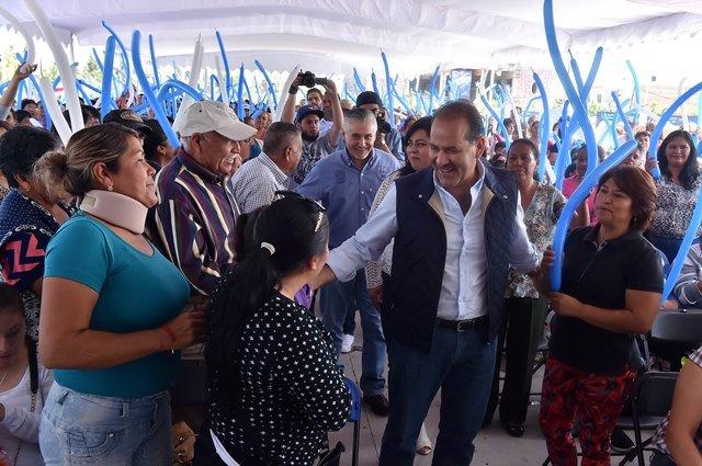 ¡Entrega el gobernador apoyos sociales en San Francisco de los Romo y supervisa infraestructura agrícola en Rincón de Romos!