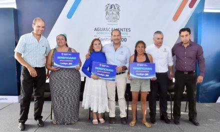 ¡Entrega gobernador apoyos a beneficiarios del programa Crecer con Valores!