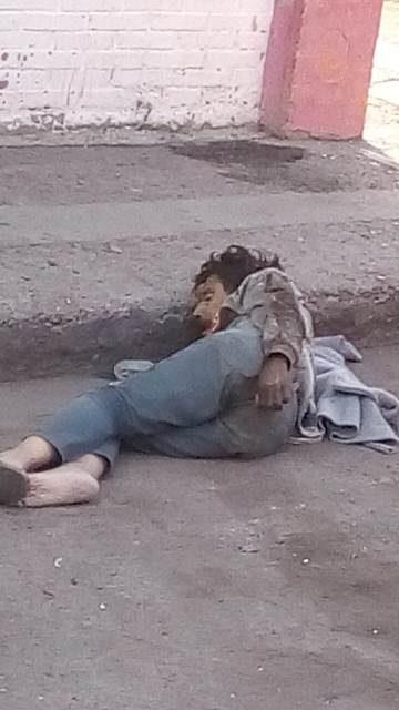 ¡Hallaron muerto a un indigente alcohólico en la vía pública en Aguascalientes!