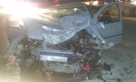 ¡Fuerte choque frontal entre un auto y una combi dejó 3 lesionados en Aguascalientes!