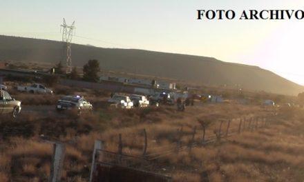 ¡Camioneta se volcó y cayó a un arroyo en Sombrerete, Zacatecas: 1 muerto y 1 lesionado!