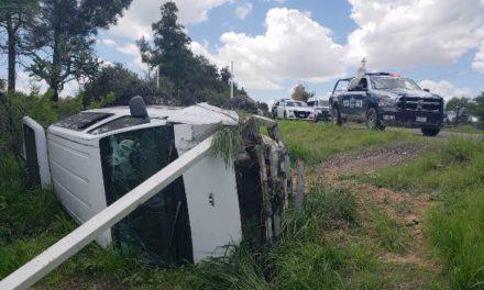 ¡6 lesionados dejó la volcadura de una camioneta en Aguascalientes!