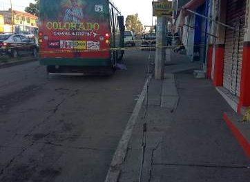 ¡Una mujer murió atropellada por un camión urbano en Aguascalientes!