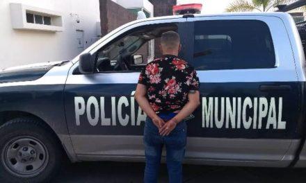 ¡Policías municipales de Aguascalientes frustraron robo a negocio y detuvieron a un sujeto en posesión de arma de fuego!