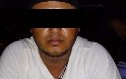 ¡Tras una persecución, policías municipales de Aguascalientes detuvieron a un sujeto con un arma de fuego!
