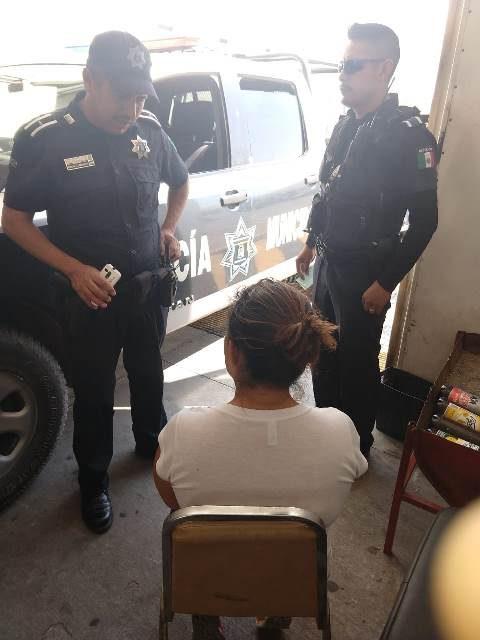 ¡Policías municipales de Aguascalientes evitaron que una joven se arrojara de un puente vehicular!