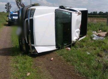 ¡Volcadura de una camioneta dejó al chofer muerto en Rincón de Romos, Aguascalientes!