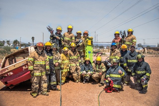 ¡Se capacitan bomberos y paramédicos de Jesús María en rescate y extracción vehicular!
