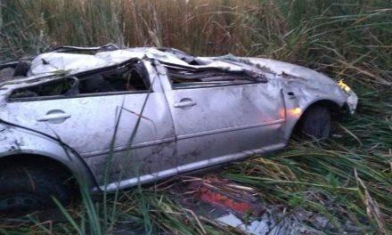 ¡Volcadura de un automóvil en Aguascalientes dejó 1 muerta y 1 lesionado!
