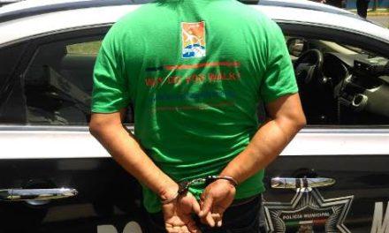 ¡Policías municipales de Aguascalientes detuvieron a sujeto que amenazó a una mujer con un arma de fuego!