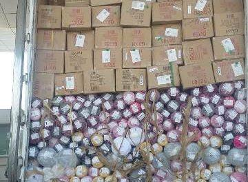 ¡Policías estatales de Aguascalientes incautaron 40 toneladas de ropa y tela de contrabando!