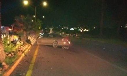 ¡1 muerto y 1 lesionado tras choque entre un auto y una camioneta en Aguascalientes!