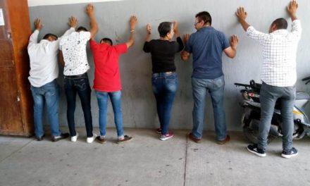 ¡Detuvieron a 5 sujetos y 1 mujer en una camioneta blindada rondando una casilla electoral en Aguascalientes!